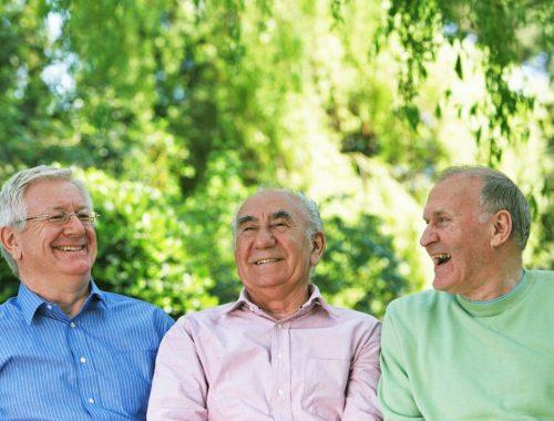 grupo de 3 hombres de la 3a edad periodoncia e implantes monterrey