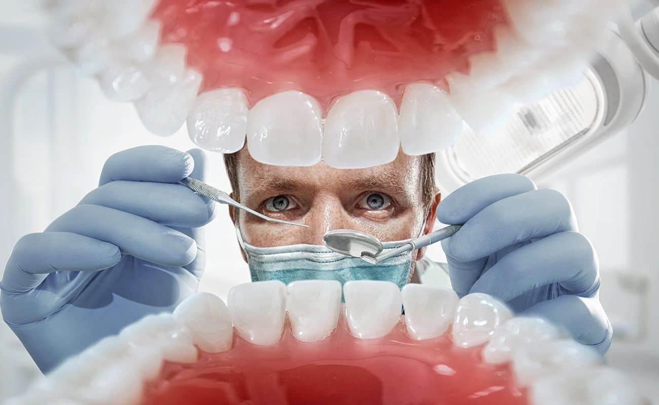 vista de dentadura de adentro hacia afuera con dentista periodoncia e implantes monterrey
